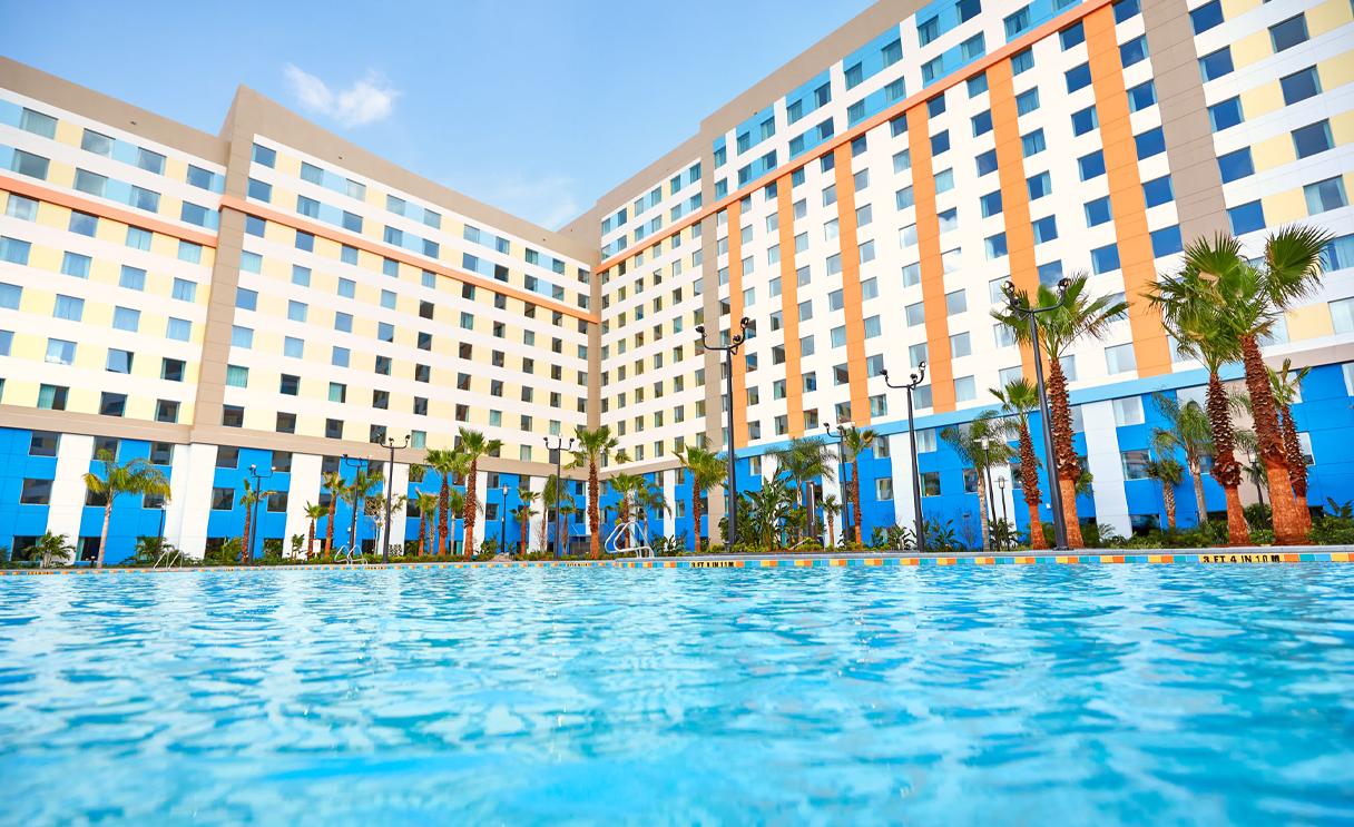 Universal's Dockside Inn & Suites